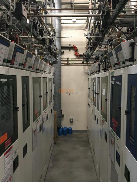 半导体制造厂中的气罐机柜  ─  无线节点必须在无处不在的金属和重型混凝土结构中可靠运行。