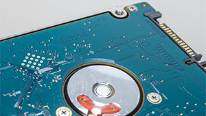 能够满足高灵活度设计的UC3842可调稳压电路