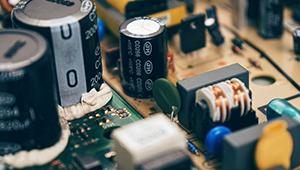 UC3842的误差放大器的连线与电压反馈