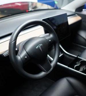 特斯拉Model S又又又撞车,自动驾驶真的无法走远吗?
